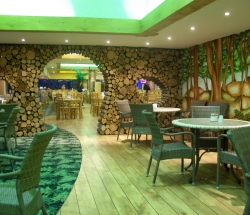 755cafe-interior-jungle-theme-decoration